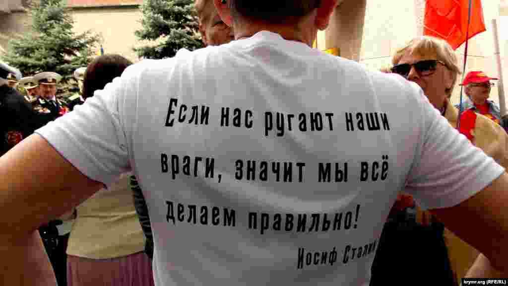 1 мая, Севастополь. Комментируя участие работников бюджетной сферы в демонстрации, организованной местной администрацией, Пархоменко заявил, что на этом шествии «не было ни одного радостного лица»