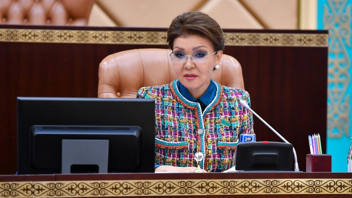 Казахстан: президент прекратил полномочия председателя Сената Назарбаевой, дочери екслидера страны