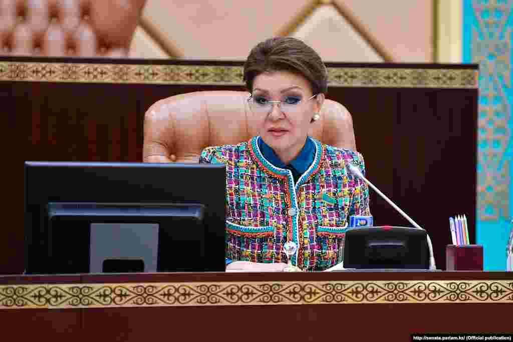 1 мая президент Казахстана Касым-Жомарт Токаев своим указом прекратил депутатские полномочия председателя сената парламента Дариги Назарбаевой, поблагодарив ее «за активную и плодотворную работу».