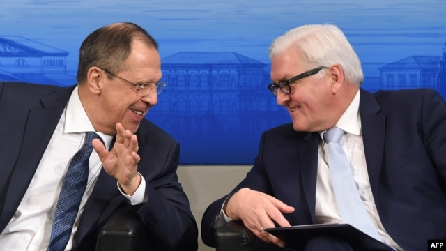 Russian Foreign Minister Sergei Lavrov (left) and German Foreign Minister Frank-Walter Steinmeier (file photo)