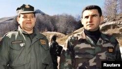Генералите Младен Маркач и Анте Готовина сликани на Велебит во 1998 година.