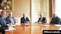 Հայաստանի արտգործնախարար Նալբանդյանը Փարիզում հանդիպում է ԵԱՀԿ Մինսկի խմբի համանախագահների հետ: 28-ը հունիսի, 2013թ․