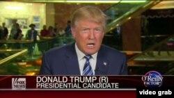 Президенттике талапкер Дональд Трамп Fox News каналына маек берип жатат.