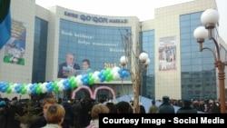 Открытие торгового центра в городе Коканде, архивное фото.