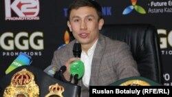 Казахстанский профессиональный боксер чемпион мира в среднем весе Геннадий Головкин на встрече со своими болельщиками. Астана, 22 ноября 2014 года.