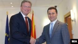 Eврокомесарот за проширување Штефан Филе се сретна со премиерот Никола Груевски во Скопје.