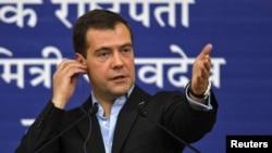 Дмитрий Медведев беседует со студентами в Мумбаи