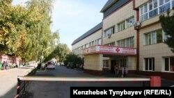 Шлагбаум на территории больницы в Алматы. Иллюстративное фото.