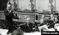 Wilhelm Furtwangler și primii săi violoniști, Arnold Rose și Julius Swertka fotografiați în 1942