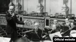 Furtwängler la pupitrul Filarmonicii din Viena