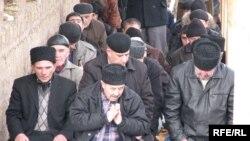 Молитва на вулиці - місця в мечеті вистачило не всім