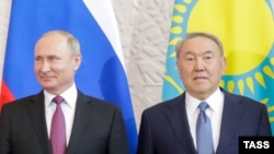 Президент России Владимир Путин (слева) и президент Казахстана Нурсултан Назарбаев в Сочи. 14 мая 2018 года.