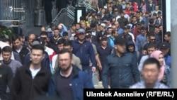 Мигранты в Москве.