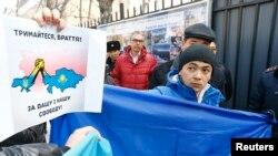 Акция протеста против военного вторжения России в Украину. Алматы, 3 марта 2014 года.
