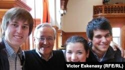 Profesorul David Geringas cu elevii săi, între care Natalia Costiuc, la Kronberg