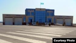 Пункт пропуска «Темир-баба» на границе Туркменистана и Казахстана.