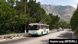 Иллюстрационное фото: трасса Симферополь-Ялта в районе поворота на Лучистое