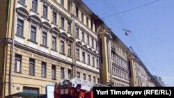 Бывший доходный дом купцов Приваловых на Садовнической улице, 9 горит уже второй раз