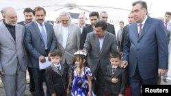 Маҳмуди Аҳмадинажод ва Эмомалӣ Раҳмон