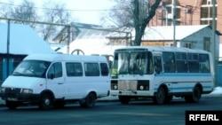 Автобусная остановка. Уральск, 3 февраля 2009 года.