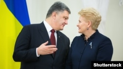 Президент України Петро Порошенко та президент Литви Даля Ґрібаускайте. Архівне фото