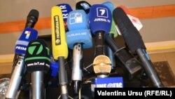 Microfoane ale mai multor televiziuni de la Chişinău
