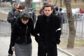 Илья Яшин на прощании с Борисом Немцовым в Сахаровском центре