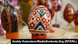 У Луганську відкрилася виставка писанок