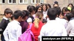 Акция протеста учеников школы села Баграмян и их родителей, 14 мая 2018 г.