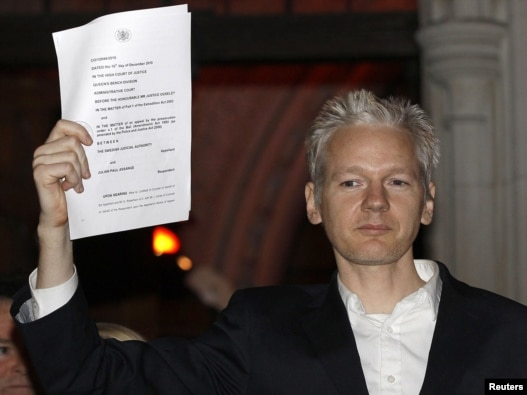 WikiLeaks founder Julian Assange emerges from a London courtroom after being released from prison on bail