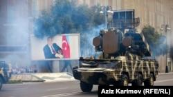 Arxiv fotosu. Azərbaycan ordusunun Bakıda hərbi paradından görüntü.