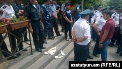 Ակցիան ՀԾԿՀ շենքի մոտ, Երևան, 17-ը հունիսի, 2015թ.