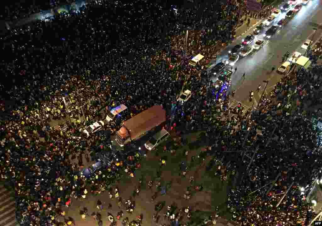 شانگهای، چین؛ یکی از بدترین سوانح مربوط به سال نوی میلادی در اینجا رخ داد، وقتی هجوم جمعیت دهها کشته و زخمی برجای گذاشت