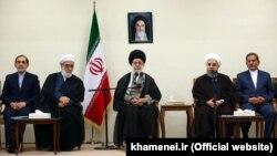 رهبر ایران خواستار «پیگیری جدی» و اطلاعرسانی درباره پرداخت «حقوقهای نجومی» در ایران شده است.