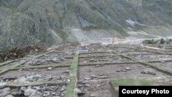 """Дорогу к """"Алтайскому подворью"""" строили прямо по курганам"""