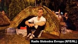 Антивладин камп на улицата пред владата