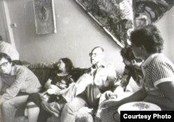 Литературный вечер в Ленинграде. Крайний слева – Дмитрий Волчек, в центре – Д.А. Пригов. 1986 год