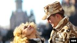 Un militar român din forțele din Afganistan