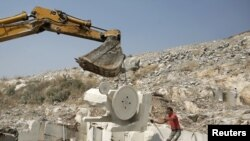 Kosovo -- A worker operates machinery to extract marble at a mine operated by locals near the village of Astrazub, 05Sep2012
