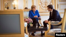 Presidenti francez, Emmanuel Macron dhe kancelarja gjermane, Angela Merkel, foto nga arkivi.