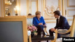 Канцлер Германии Ангела Меркель и президент Франции Эммануэль Макрон. Париж, 13 июля 2017 года.