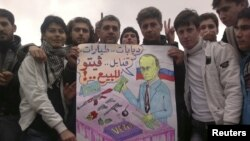 Siriýanyň Kafranbel şäherinde geçirilýän protestler mahalynda, 29-njy ýanwar.