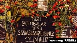 Cvijeće za nastradale u terorističkom napadu u Ankari