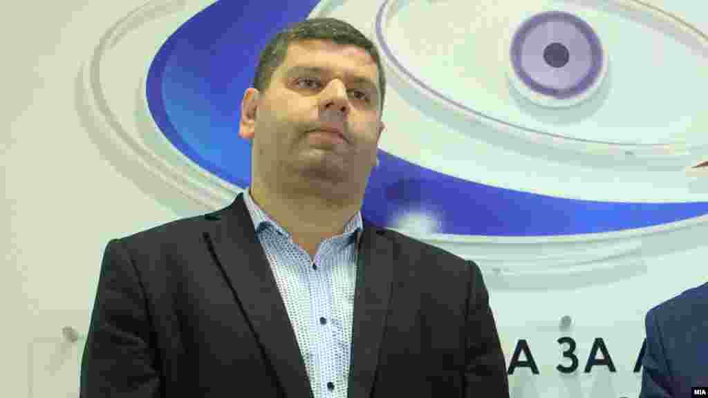 МАКЕДОНИЈА - Поранешниот претседател на Државната изборна комисија Александар Чичаковски конкурирал за судија во Управниот суд, беше соопштено на седница на Судскиот совет. Чичаковски, како што беше посочено на седницата, може да оди понатаму во изборот заедно со другите кандидати кои положиле компјутерски вештини.