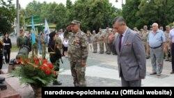 Армен Мартоян (ліворуч) у формі з медалями, фото з сайту «крымской самообороны»