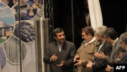 از چپ: محمود احمدینژاد، حسن فیروزآبادی، سعید جلیلی و اسفندیار رحیممشایی در مراسم روز ملی فنآوری هستهای در فروردین ۸۹