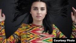 Модель узбекского дизайнера Зульфии Султон.
