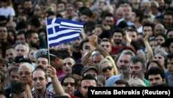 Қатаң экономикалық шараларға қарсы шеруге қатысушылар. Афина, 3 шілде 2015 жыл.