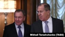 Владимир Макей (слева) и Сергей Лавров на встрече в Москве, 15 ноября 2017 года.