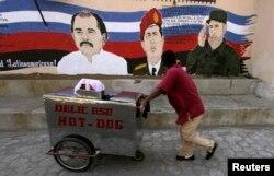 Уличная фреска в столице Манагуа, с Даниэлем Ортегой, Уго Чавесом и Фиделем Кастро